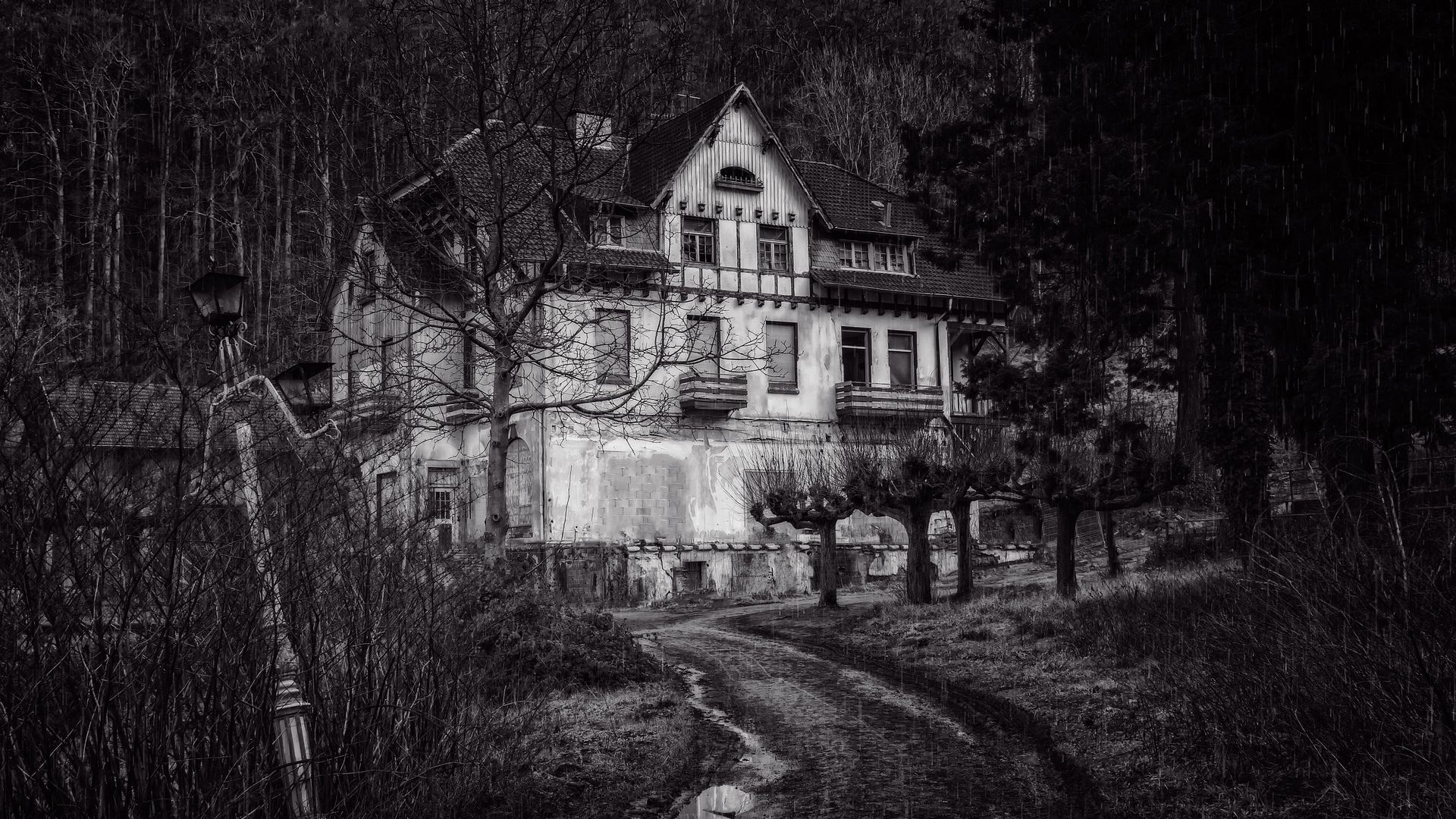 black and white haunted house 2080518