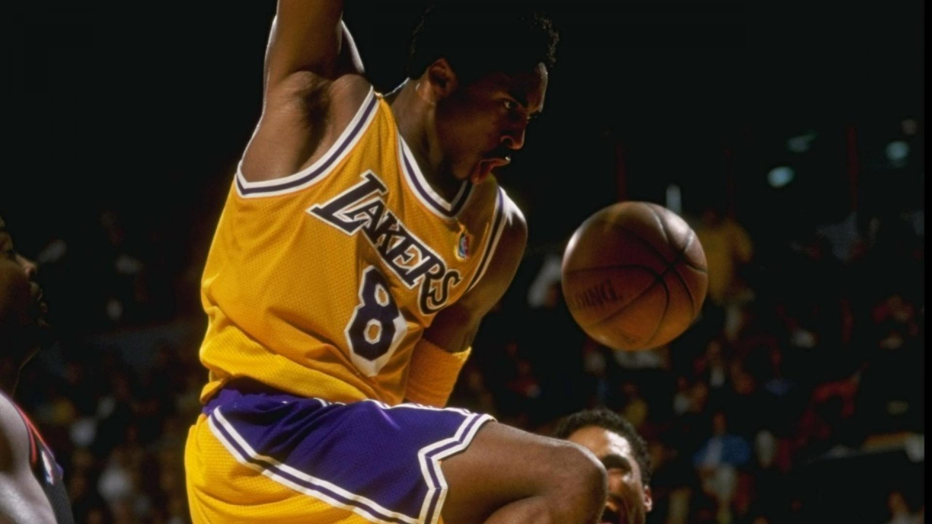Kobe Bryant's 1998-99 Top 10 Plays - Basketball Moves , HD Wallpaper & Backgrounds
