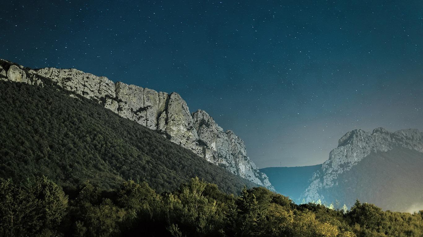 Advertising / Alpine Star-linux Mint 15 Olivia Hd Wallpaper - Xfce Desktop Linux Mint , HD Wallpaper & Backgrounds