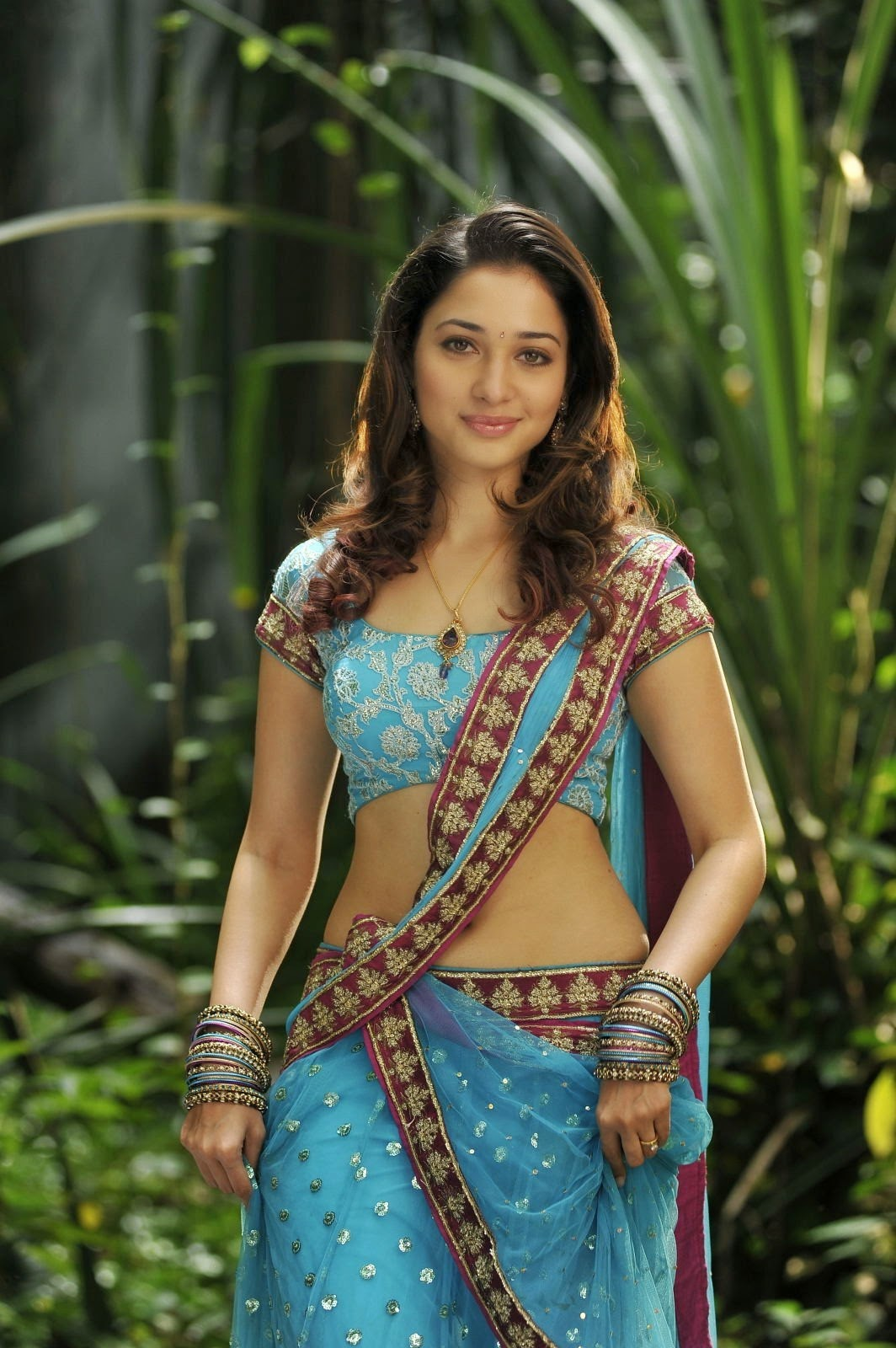 Bollywood Actress In Saree Hd Wallpapers Full Hd Photo Heroin 217526 Hd Wallpaper Backgrounds Download