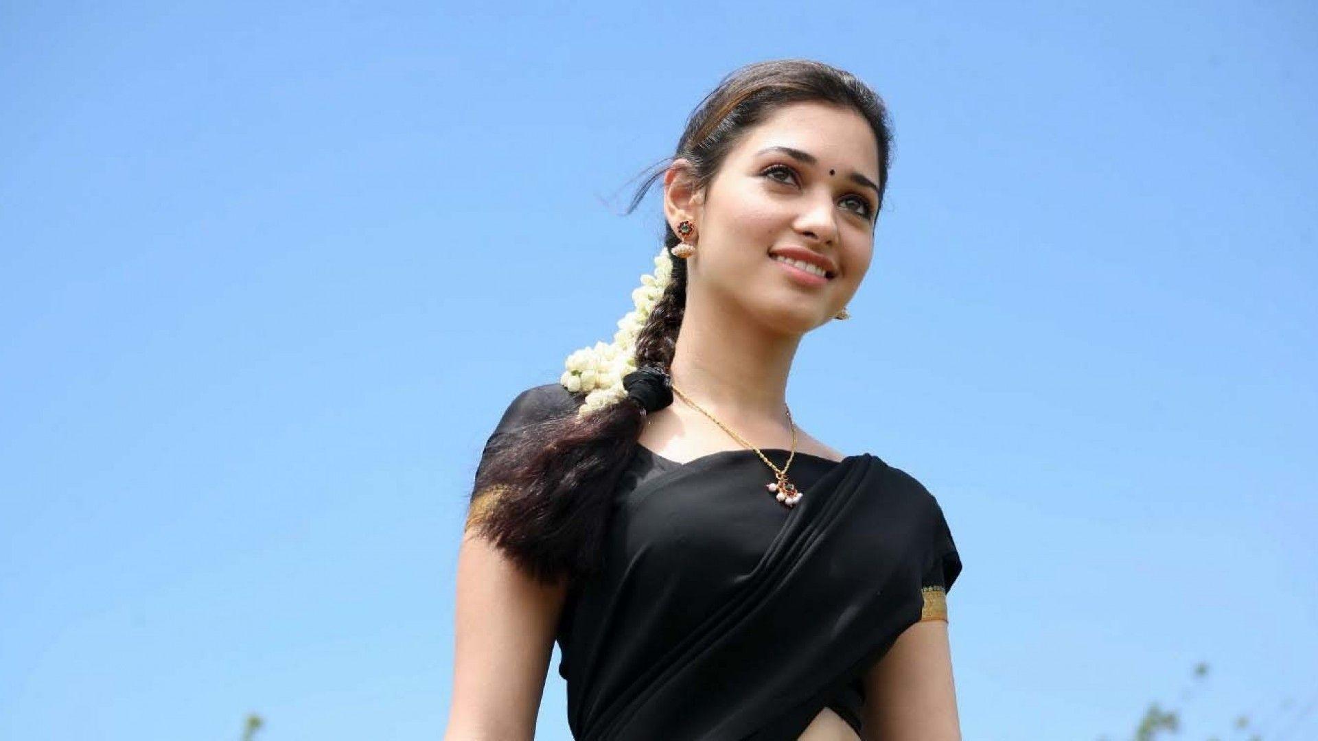 Indian Celebrities Tamanna Bhatia Wallpaper Wallpapers - Indian Beautiful Girl Face , HD Wallpaper & Backgrounds