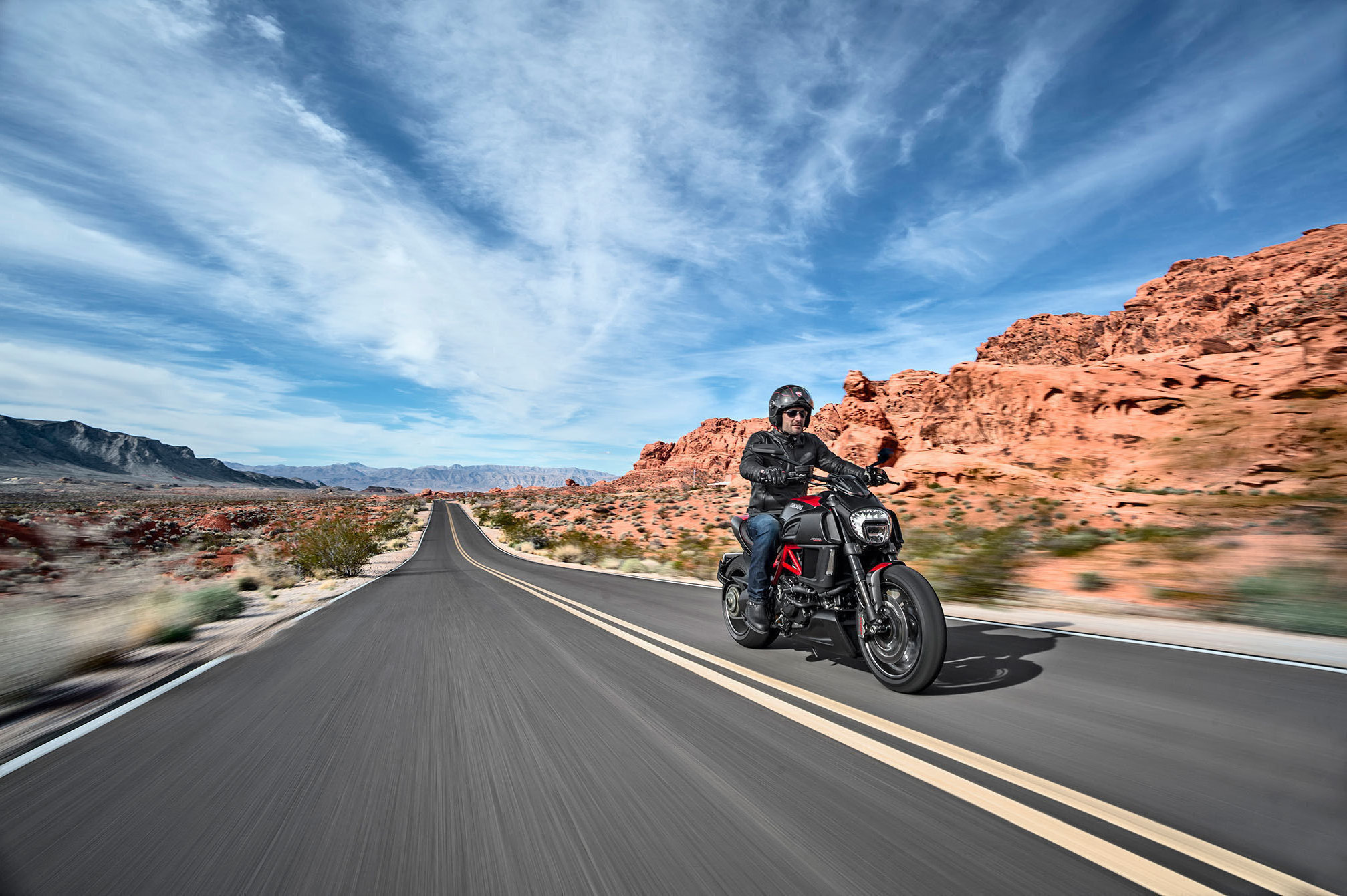 2015 Ducati Diavel Carbon Desktop Background Wallpaper - Freeway , HD Wallpaper & Backgrounds