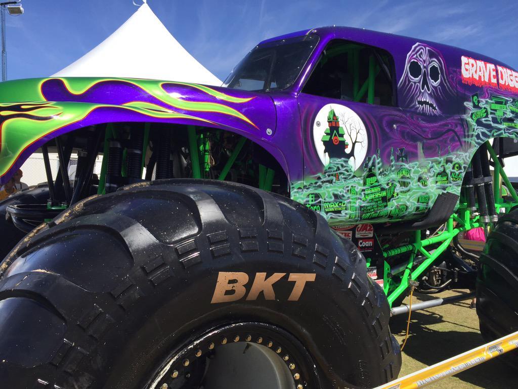 Monster Jamverified Account - Purple Monster Jam Grave Digger , HD Wallpaper & Backgrounds