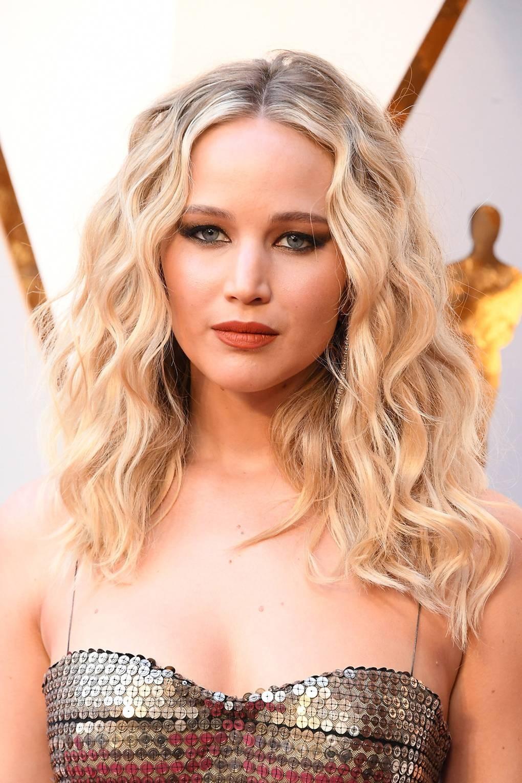 Jennifer Lawrence Hair Hairstyles Photos British Vogue - Jennifer Lawrence Oscar 2018 , HD Wallpaper & Backgrounds