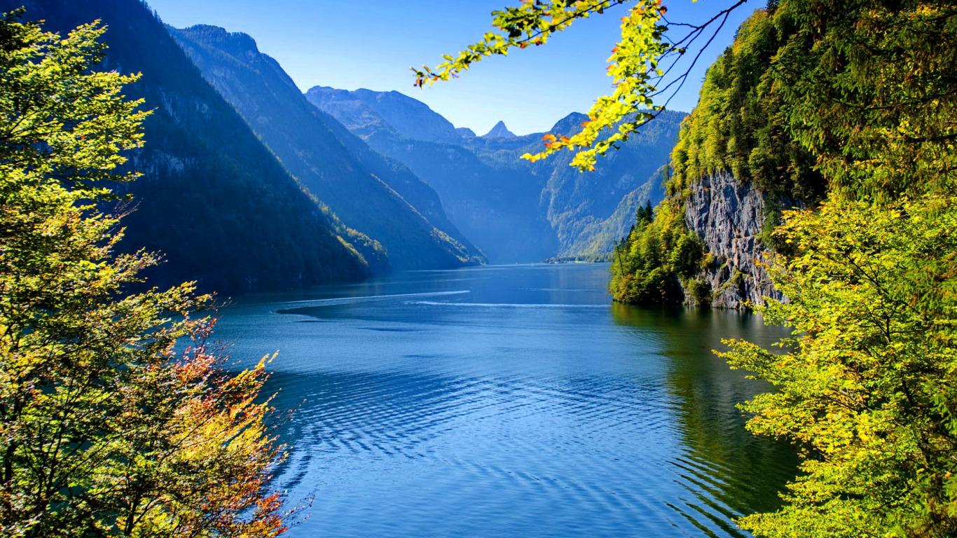 A Beautiful Lake - Beautiful Lake , HD Wallpaper & Backgrounds