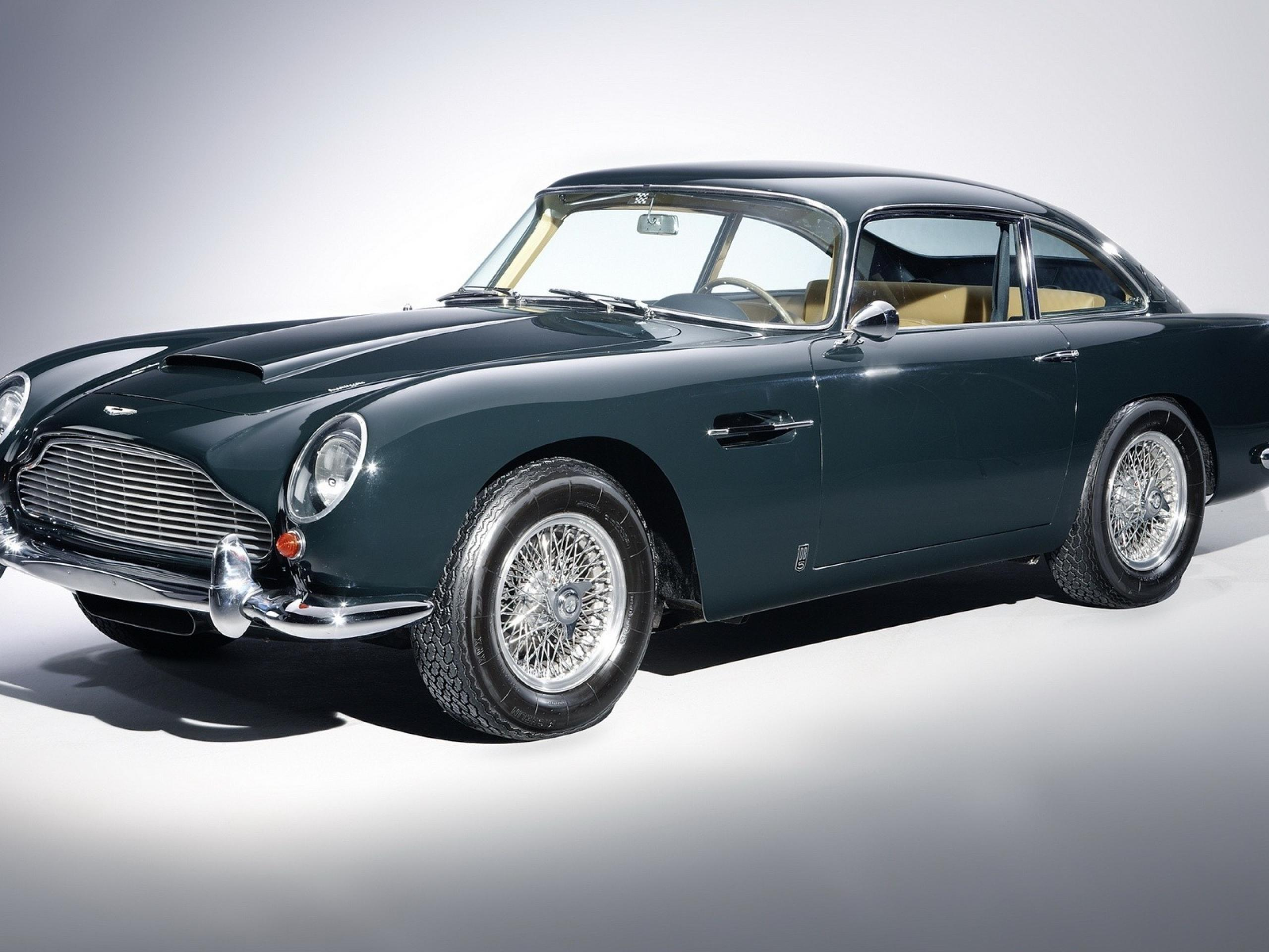 Use And Share These Wallpaper Images Of The Aston Martin