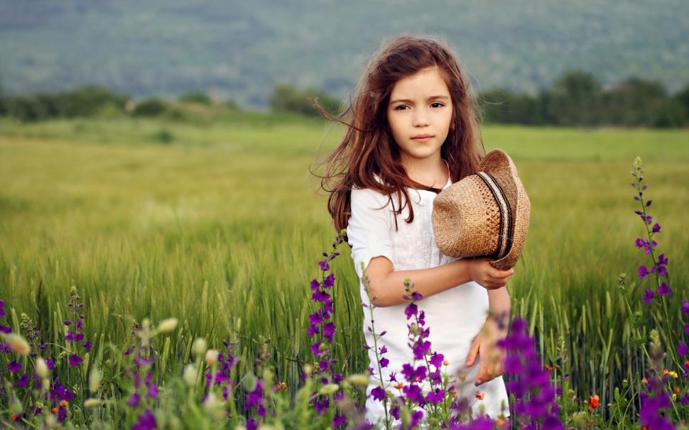 Cute Girl At The Fields, Flowers Wallpaper - Cute Girls With Flowers , HD Wallpaper & Backgrounds