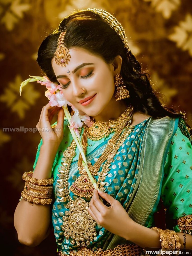 You Can Choose Your Mobile Phone Model Using The Menu - Beautiful Mollywood Actress Hd , HD Wallpaper & Backgrounds