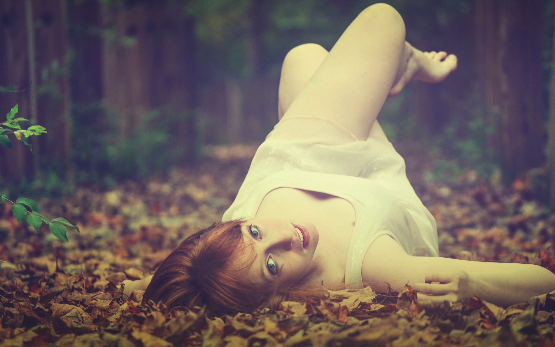 Beautiful Girl Lying Down In Forest , HD Wallpaper & Backgrounds