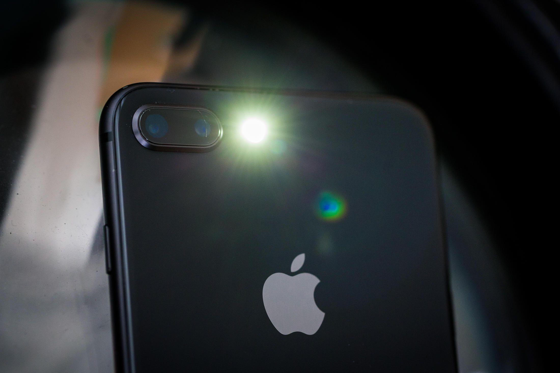 Iphone 8 Plus Flashlight , HD Wallpaper & Backgrounds