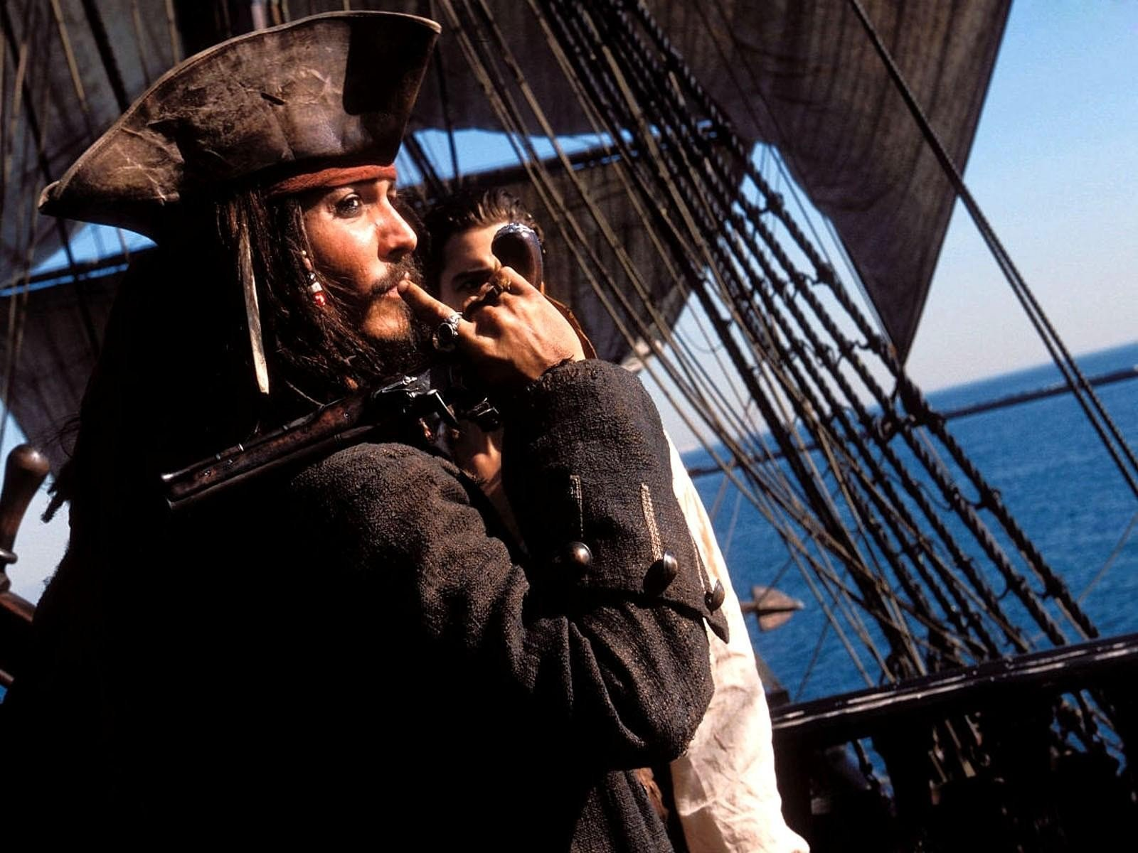 Johnny Depp Pirates Of The Caribbean Jack Sparrow - Jack Sparrow Pipe , HD Wallpaper & Backgrounds