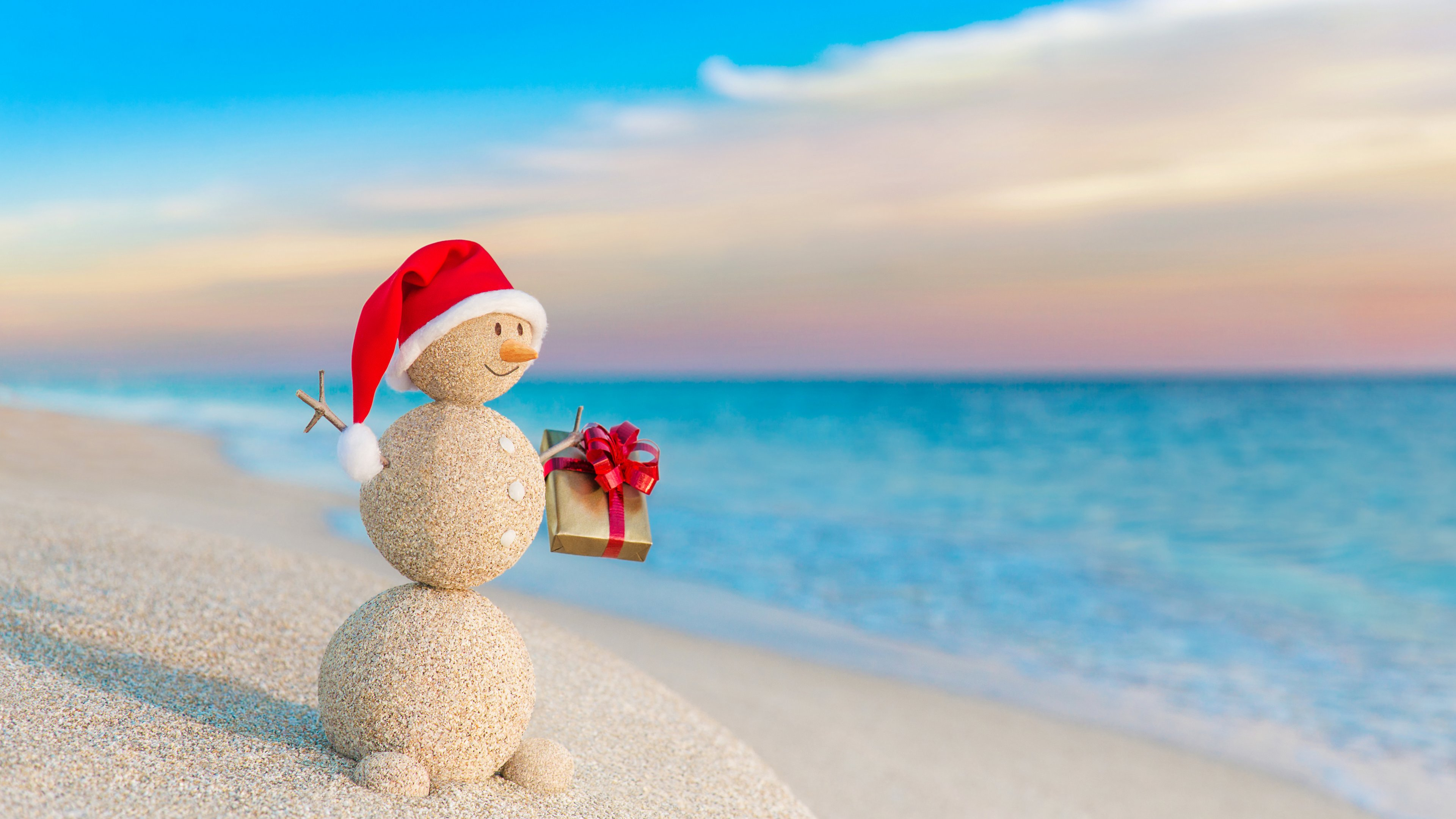 Christmas Snowman With Gift At Beach Wallpaper 4k Beach Christmas 2446604 Hd Wallpaper Backgrounds Download