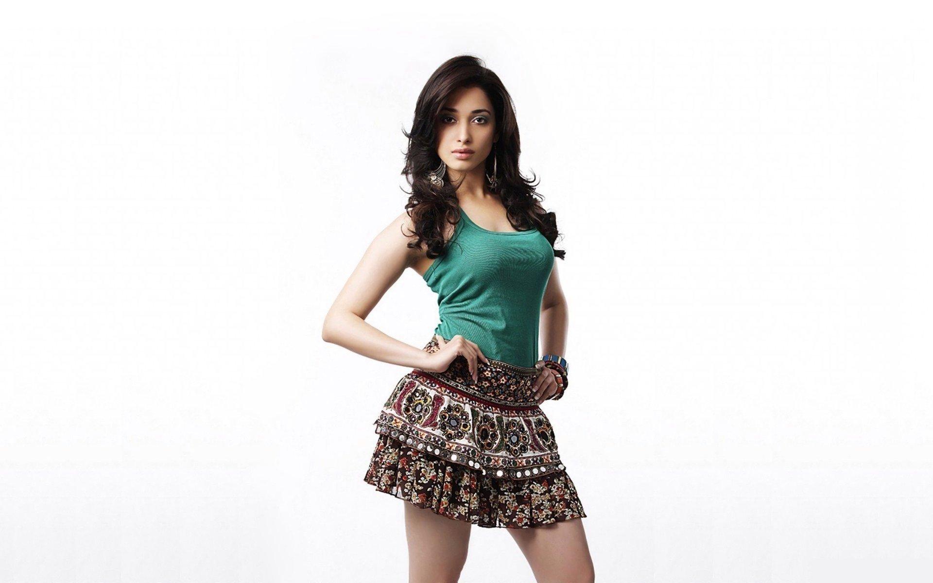 Download Hd Tamannaah Bhatia Desktop Wallpaper Id - Hot Indian Girl Png , HD Wallpaper & Backgrounds