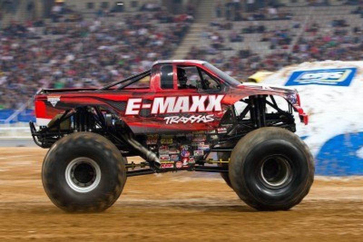 E Maxx Monster Truck , HD Wallpaper & Backgrounds