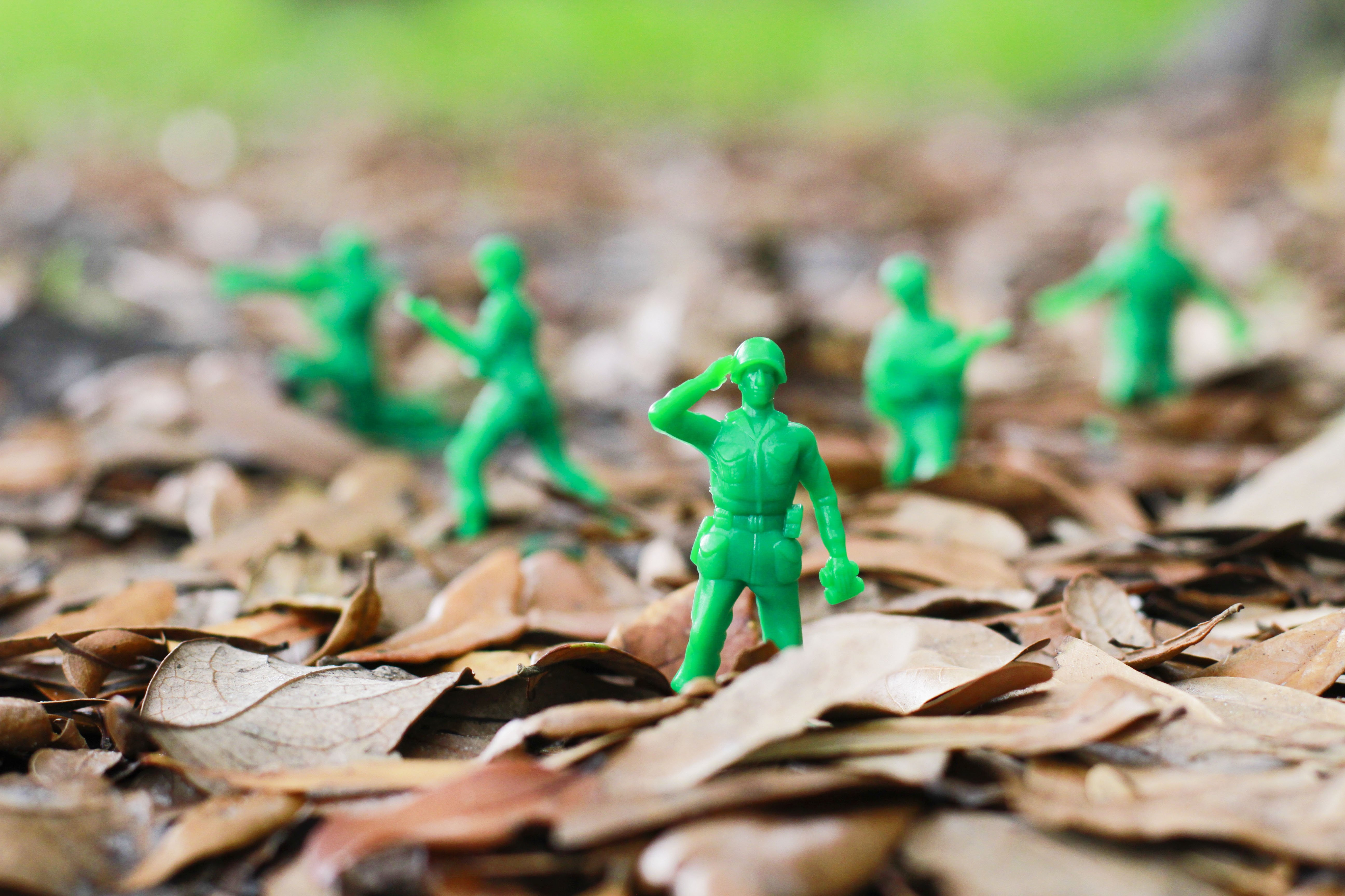 Green Army Men Toy Military Toys Soldier War Wallpaper - Toy Army Men Backgrounds , HD Wallpaper & Backgrounds