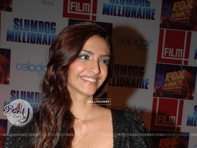 Sonam Kapoor Size - Girl , HD Wallpaper & Backgrounds