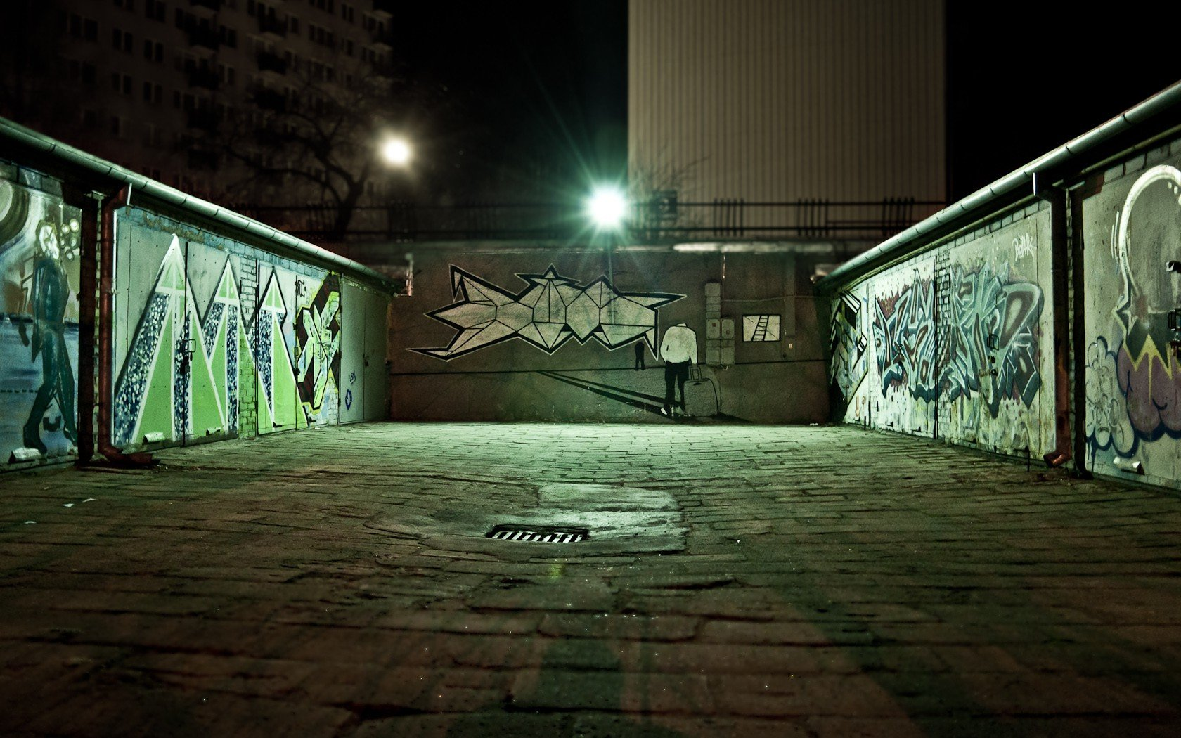 Light Green Cityscapes Night Graffiti Urban Poland - Night City Sidewalk Background , HD Wallpaper & Backgrounds