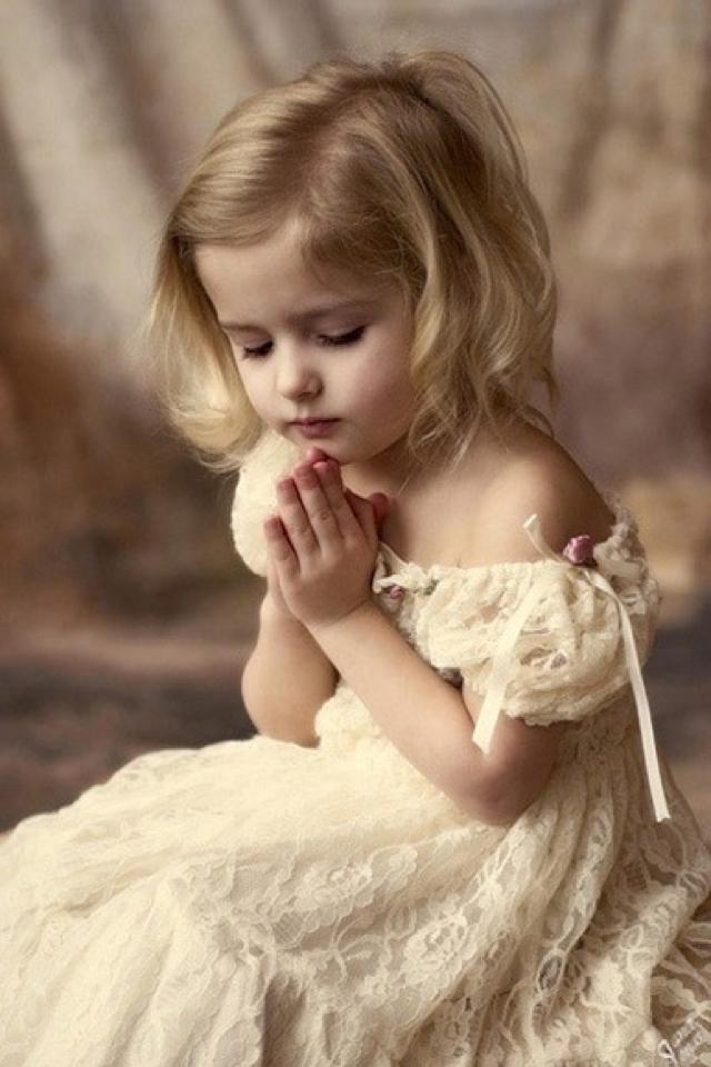 Little Girl Formal Dress - Short Blonde Hair Little Girl , HD Wallpaper & Backgrounds