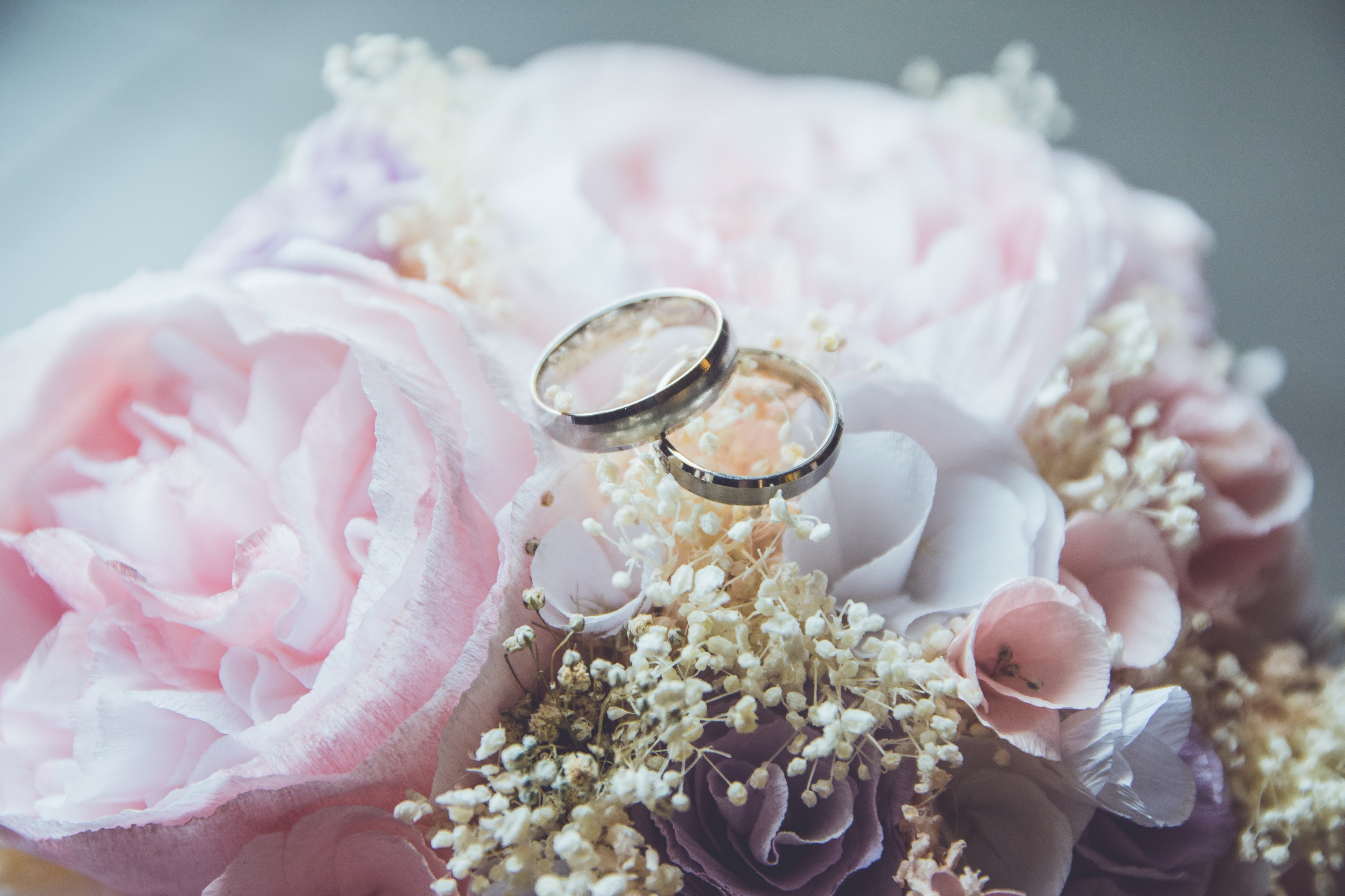 Wedding Ring And Flowers Photography , HD Wallpaper & Backgrounds