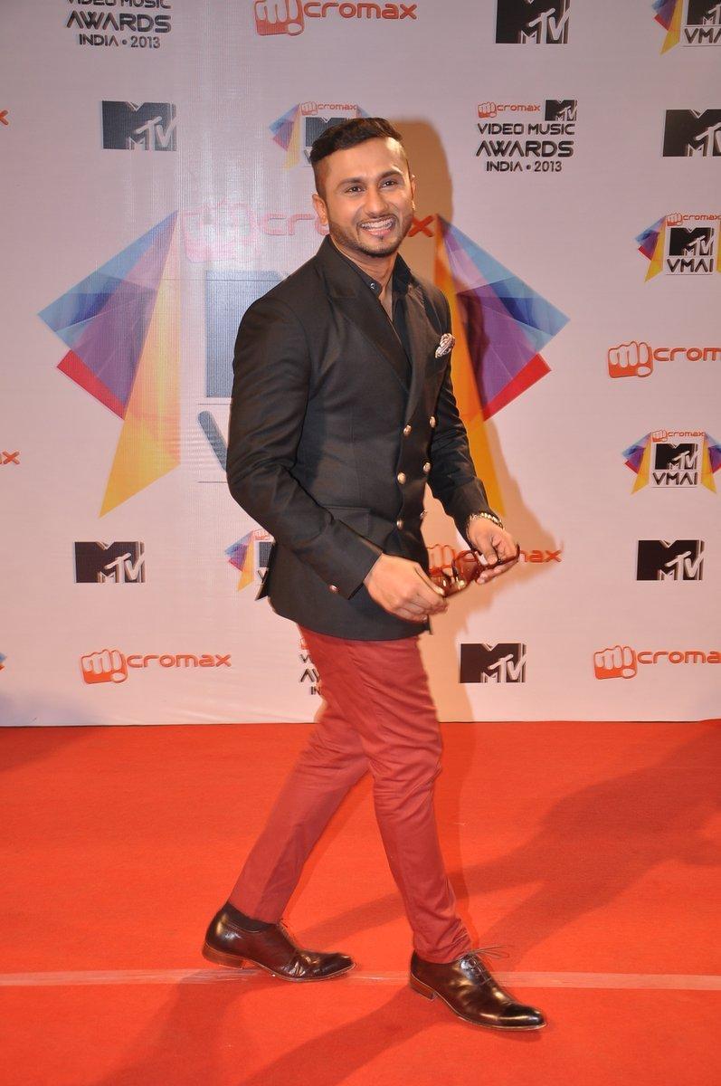 Yo Yo Honey Singh Photos Images Wallpapers Pics Download - Yo Yo Honey Singh New Post , HD Wallpaper & Backgrounds