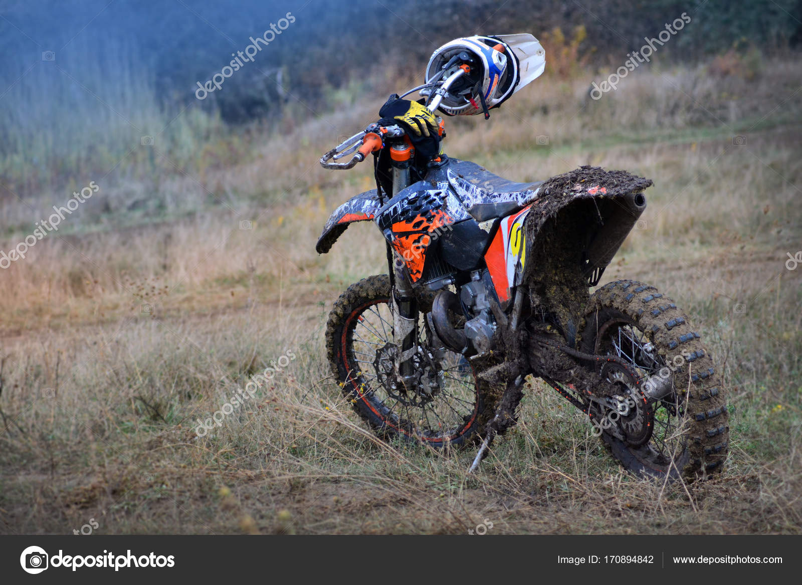 Motorcycle For Motocross Is On The Track After The - Papel De Parede De Moto De Trilha , HD Wallpaper & Backgrounds