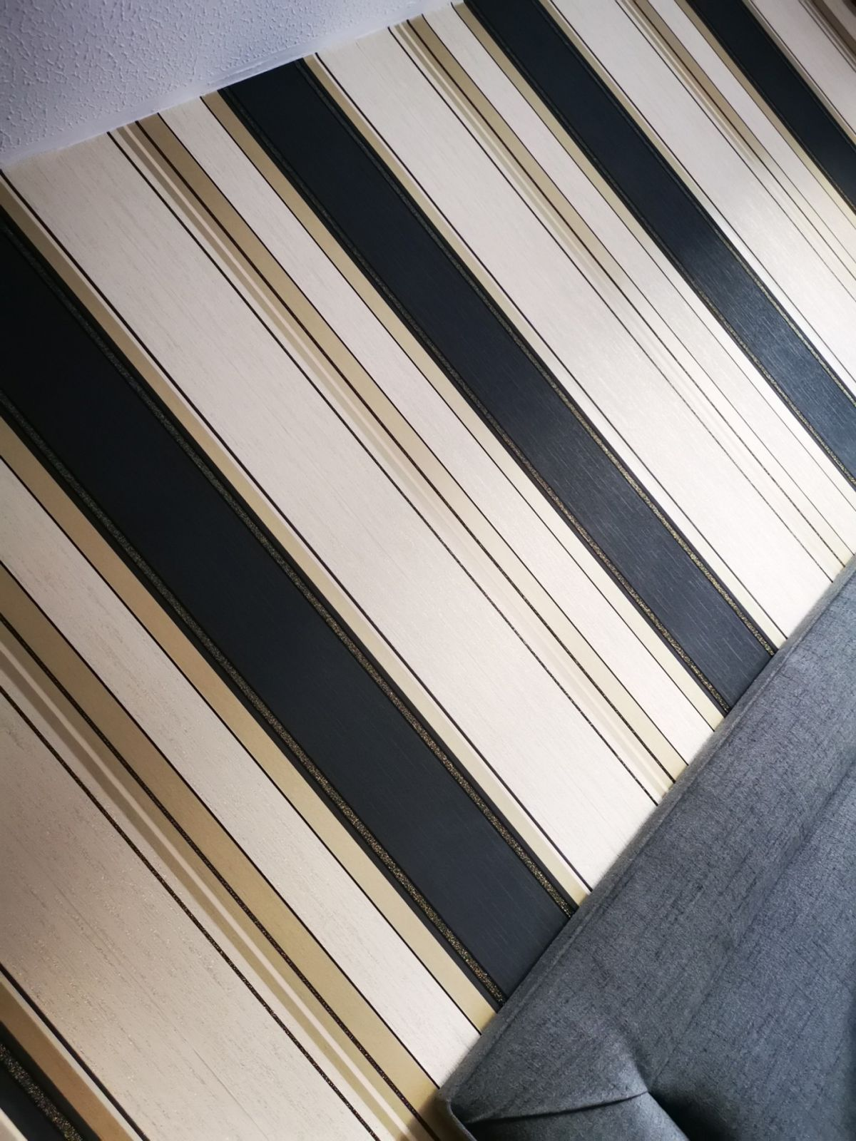 Wall Paper Rolls - Cream Gold And Black , HD Wallpaper & Backgrounds