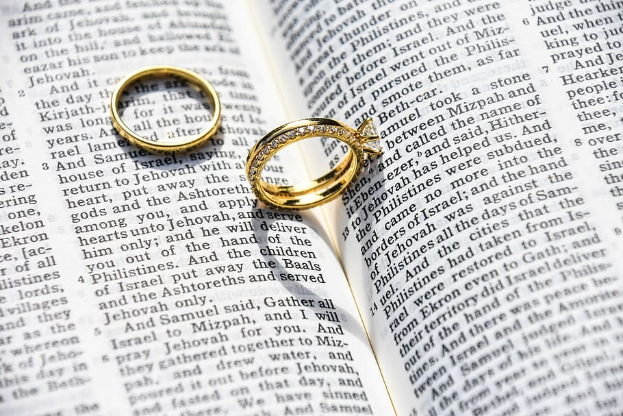Gold-colored Wedding Band On Book, Marriage, Ring, - Husband And Wife Praying Together , HD Wallpaper & Backgrounds