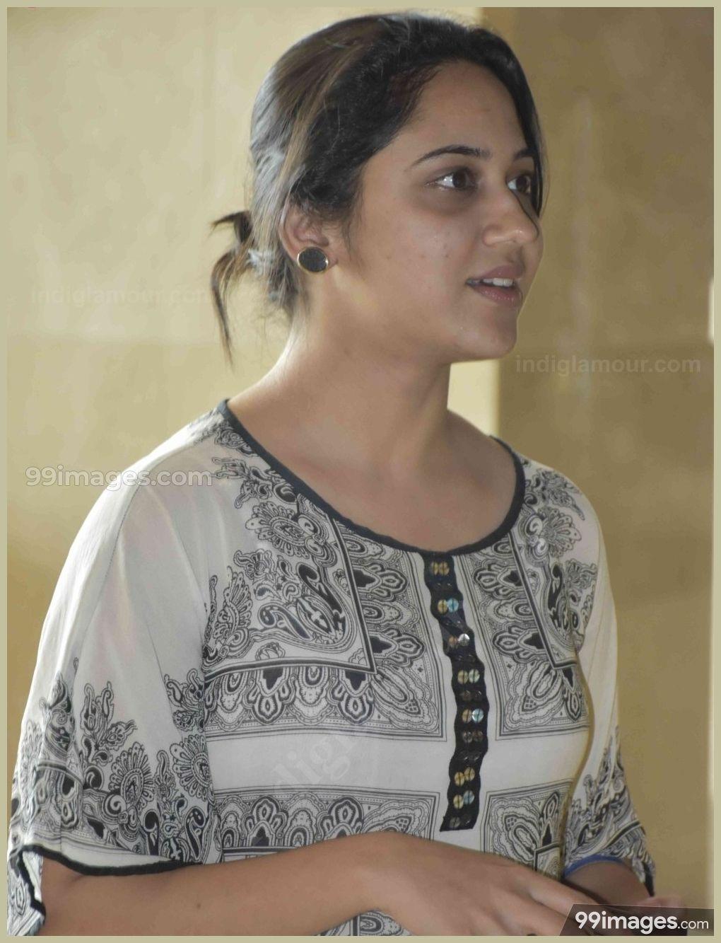 Beautiful Indian Girl Hd Wallpapers 1080p - Beautiful Indian Girls , HD Wallpaper & Backgrounds