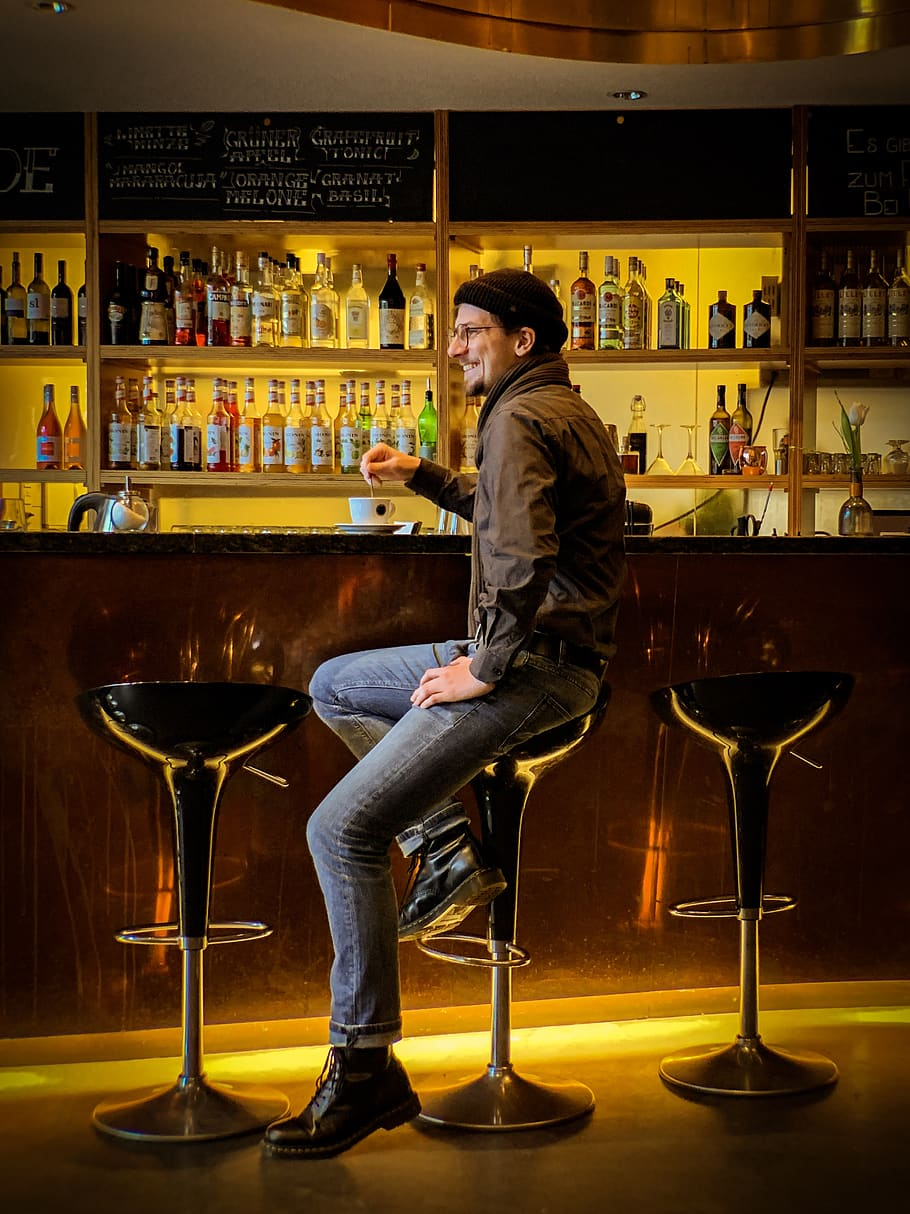 Man Sitting On Hydraulic Barstool, Pub, Bar Counter, - Man Sitting In Bar , HD Wallpaper & Backgrounds