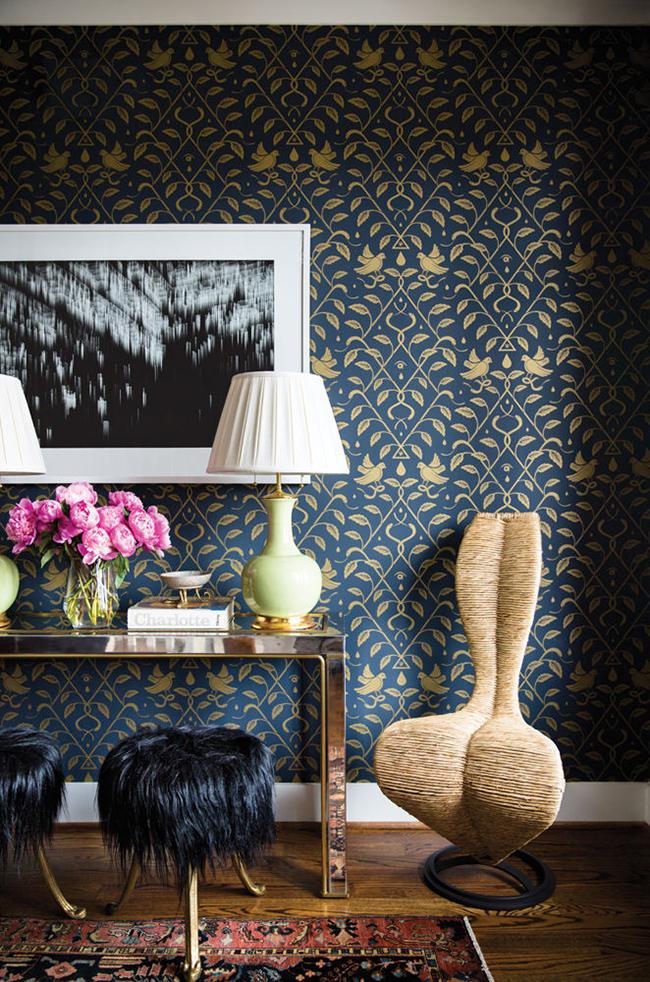 Dark Blue Wallpaper Wall With Weird Chair - Living Room Dark Blue , HD Wallpaper & Backgrounds