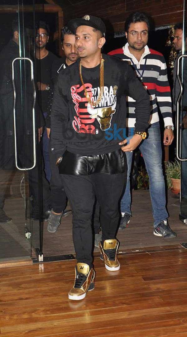 Yo Yo Honey Singh Concert At Aambay Valley - Honey Singh Jeans Style , HD Wallpaper & Backgrounds