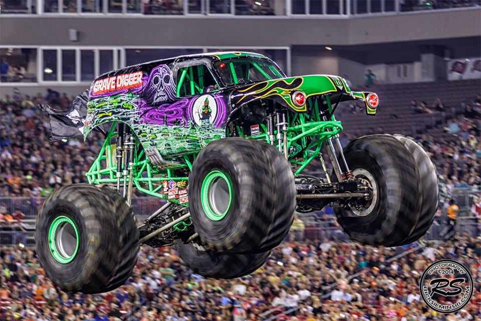 Grave Digger Monster Truck Wallpaper Monster Truck 3186185 Hd Wallpaper Backgrounds Download