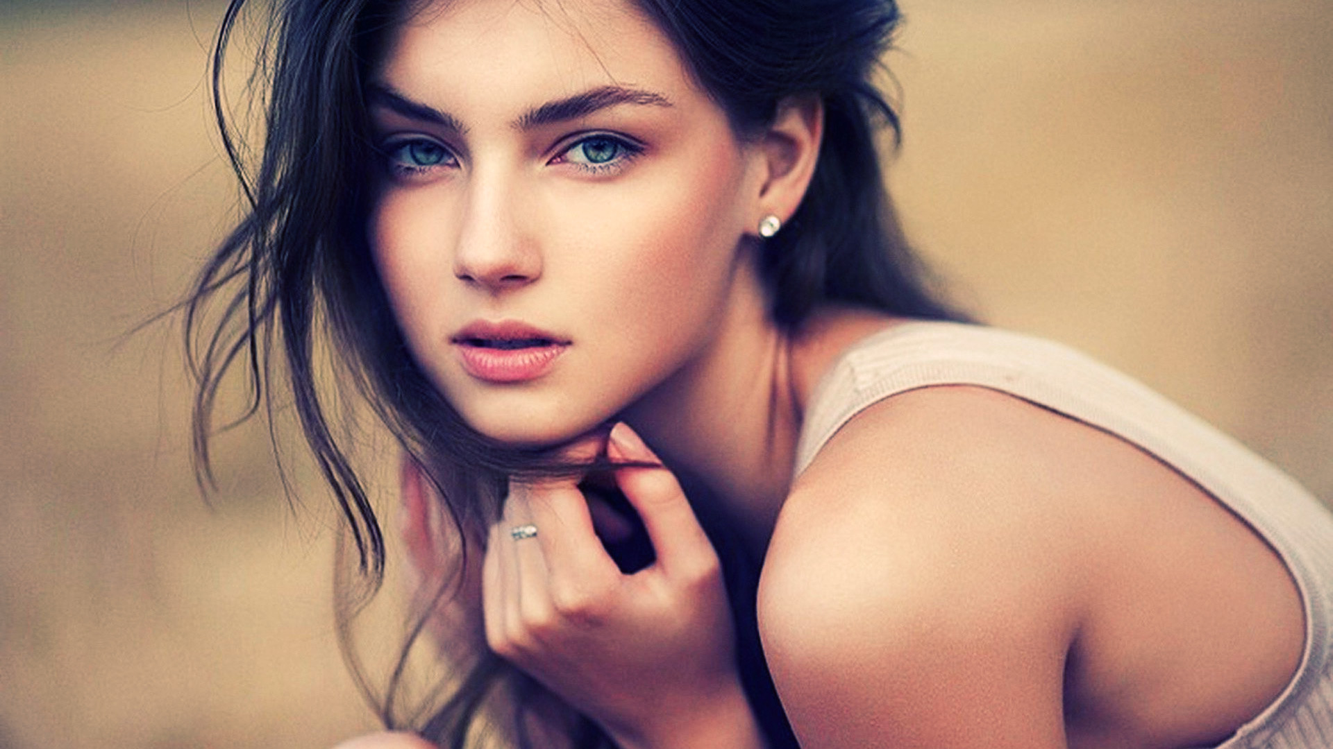 Beautiful Girls Backgrounds, Hq, Aurea Streight - Girl With Blue Eyes And Black Hair , HD Wallpaper & Backgrounds