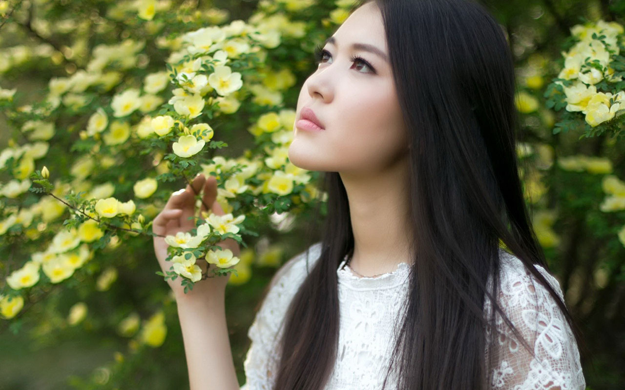 White Dress Girl Flowers Beautiful Photo Wallpaper - Girl , HD Wallpaper & Backgrounds