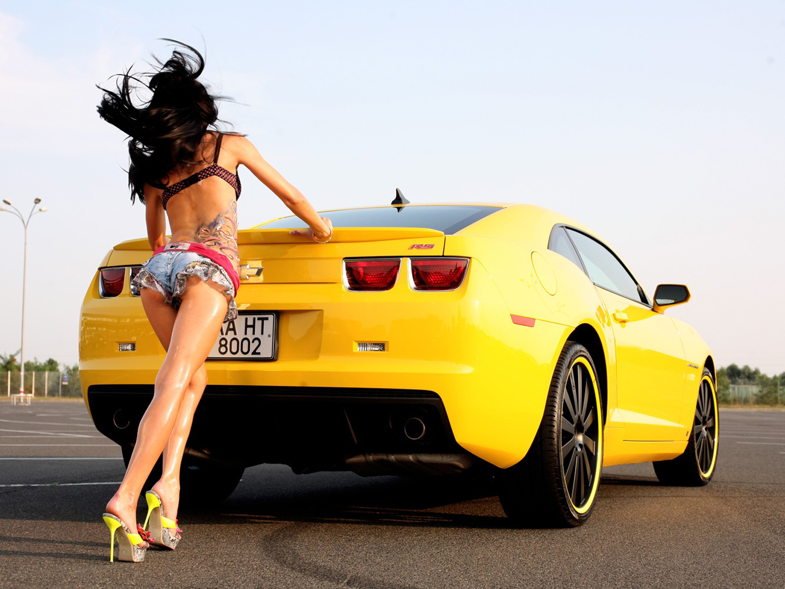 Sports Car With Girl Hd Wallpaper - Car Wallpapers With Hot Girls , HD Wallpaper & Backgrounds