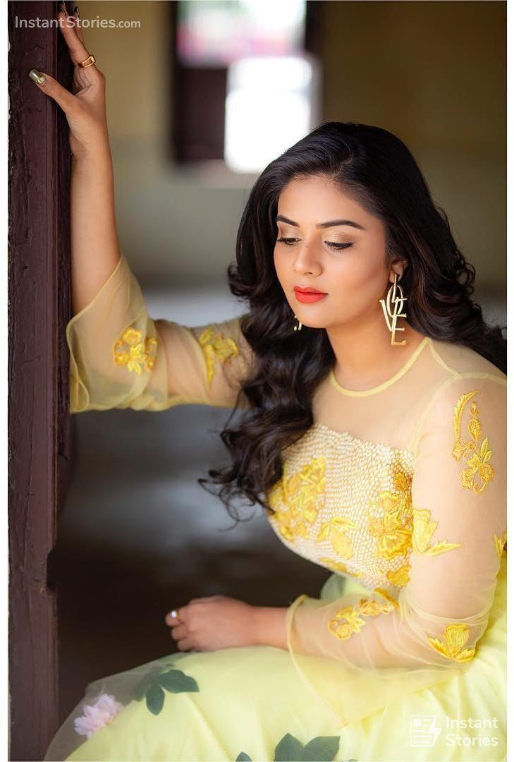 Sreemukhi Beautiful , HD Wallpaper & Backgrounds