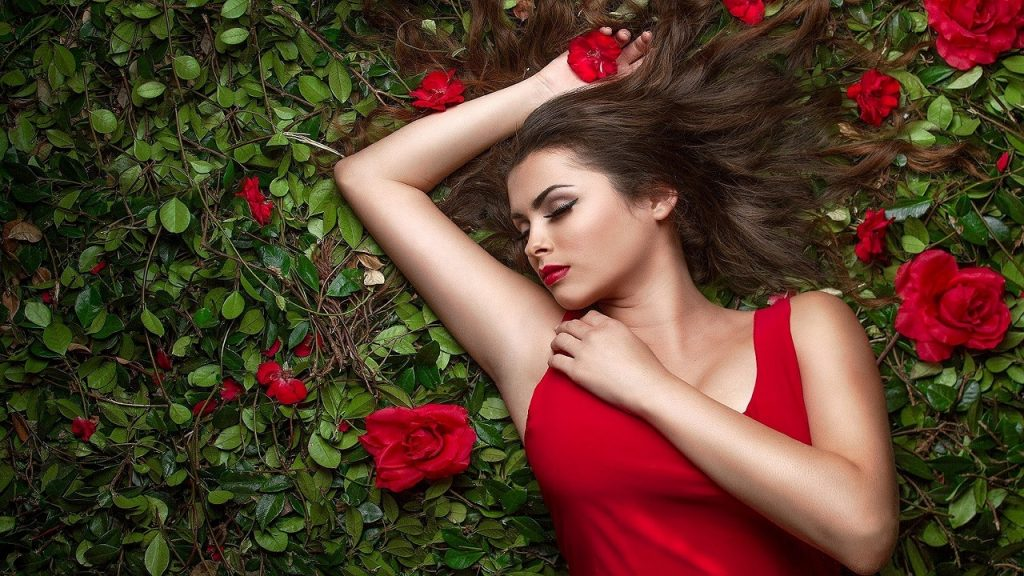 Pretty Woman - Girl With Flower Poses , HD Wallpaper & Backgrounds
