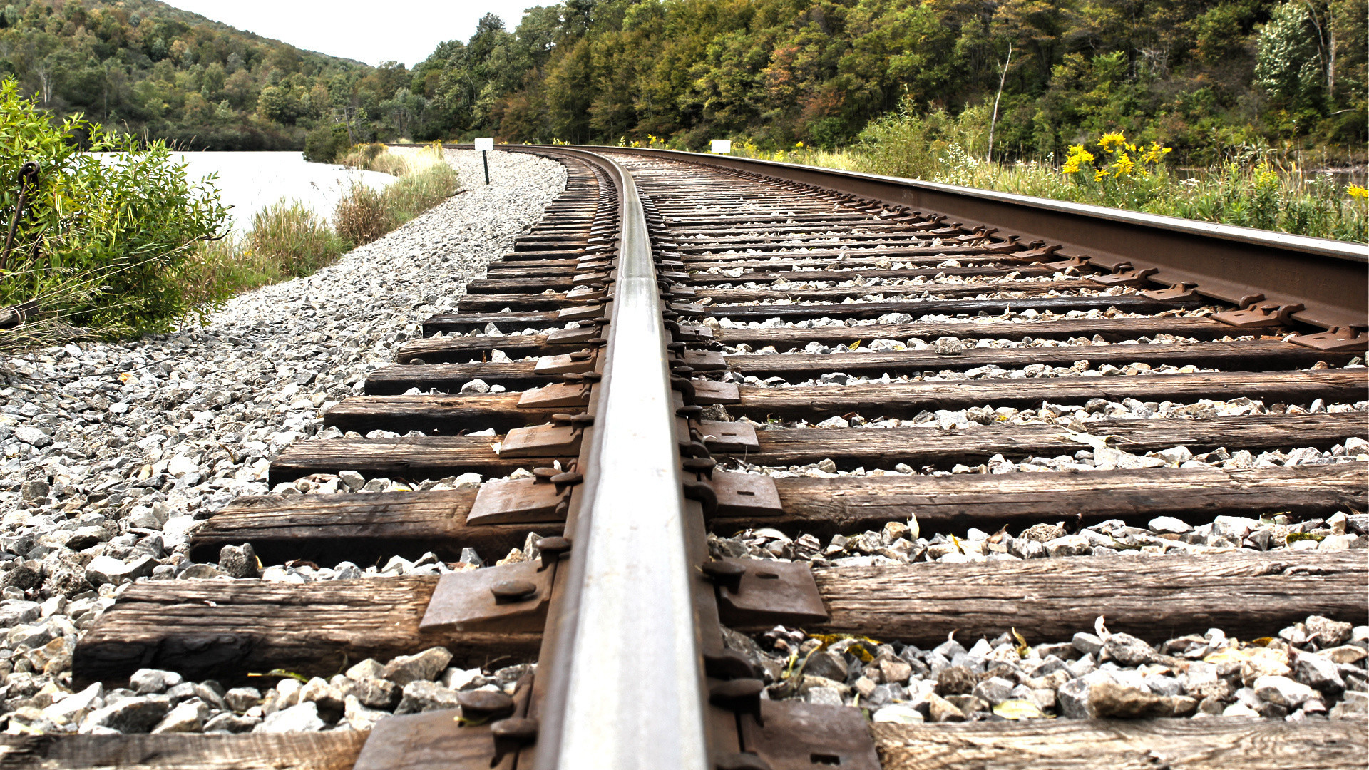 Railway Track Wallpapers Full Hd - Railroad Spike On Track , HD Wallpaper & Backgrounds