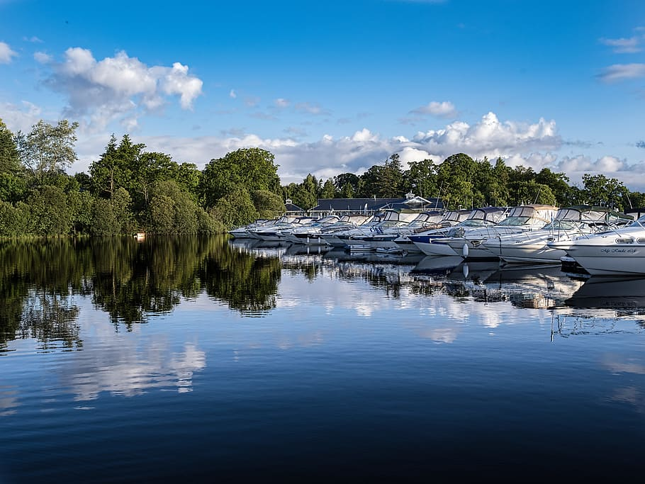 Boats, Marina, Blue Sky, Calm Water, Trees, Clouds, - Reflection , HD Wallpaper & Backgrounds