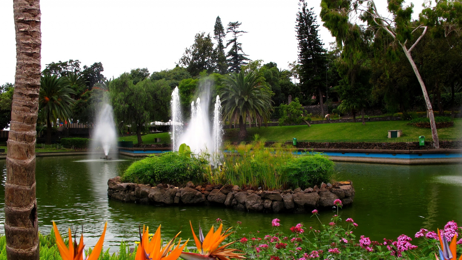 Flower Wallpapers Garden Free Hd For Desktop - Park With Fountains And Flowers , HD Wallpaper & Backgrounds