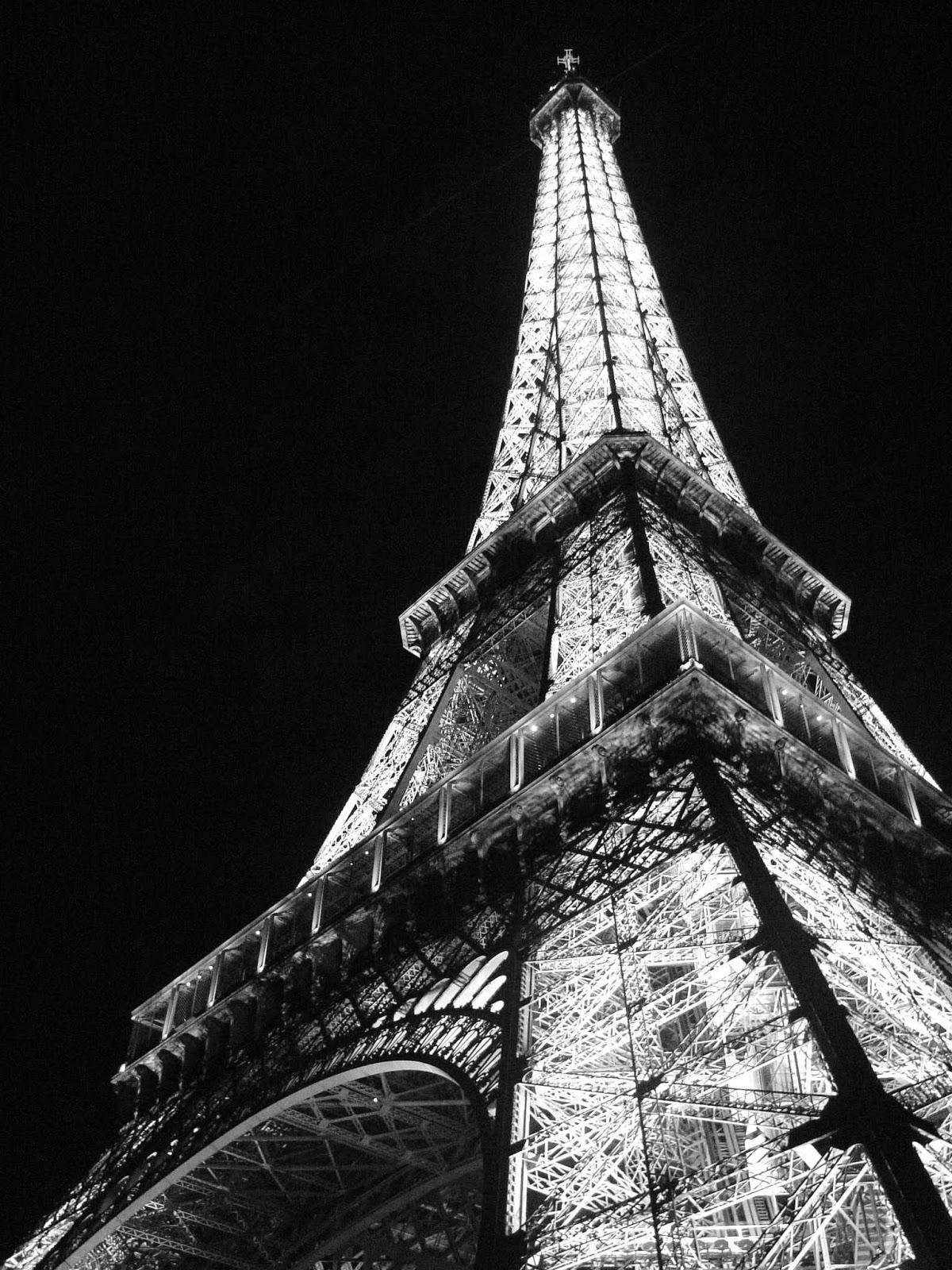 Eiffel Tower Wallpaper Black And White Eiffel Tower 46096