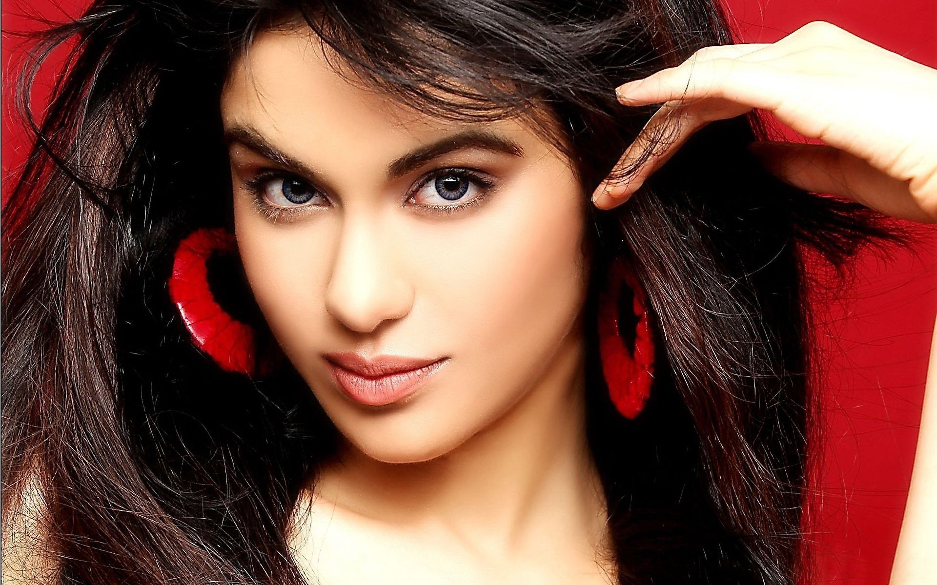 Adah Sharma Celebrity Hd Wallpaper - Bollywood Actress Adah Sharma , HD Wallpaper & Backgrounds