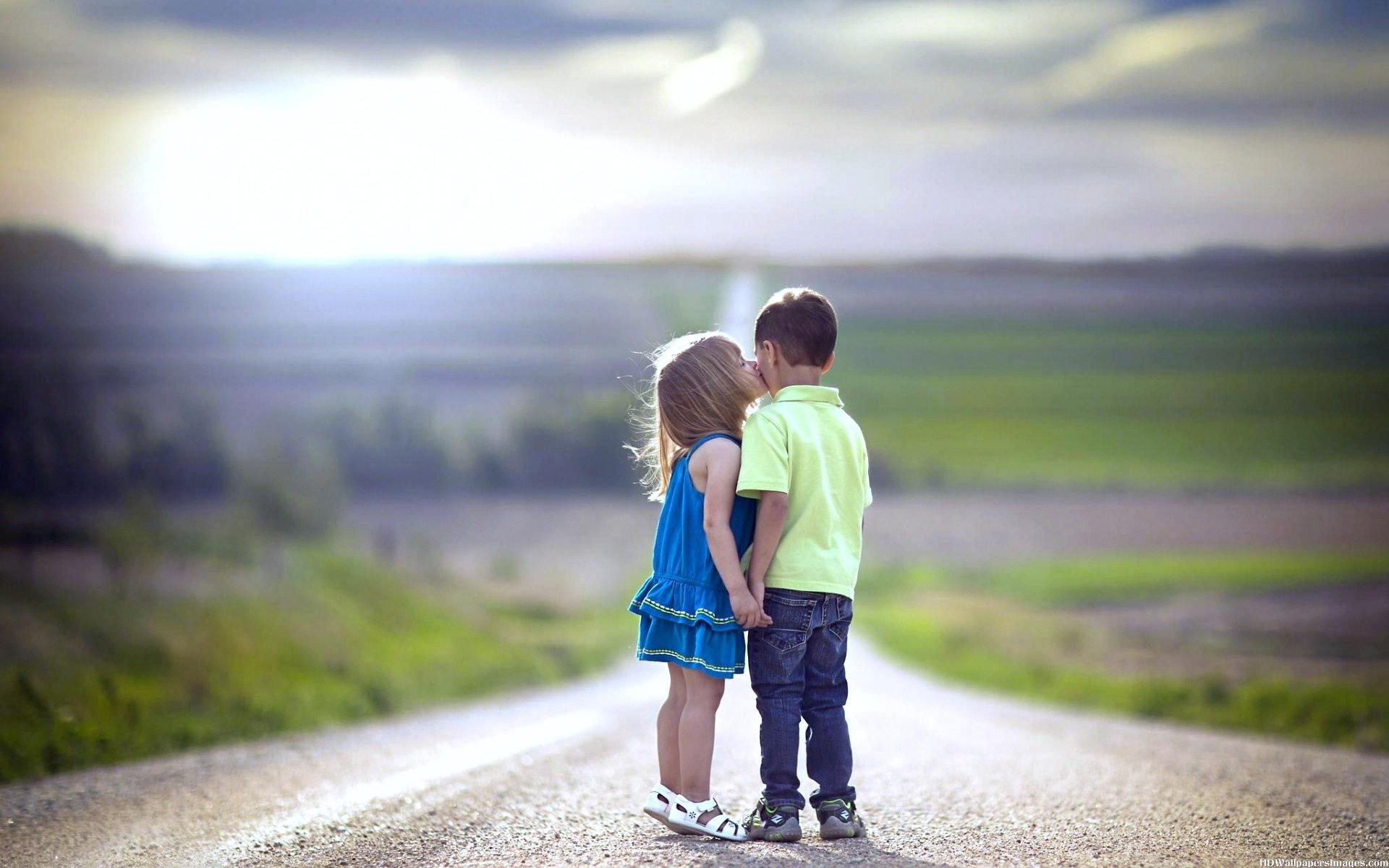 Kids Kissing Picture - Romantic Morning Love Quotes , HD Wallpaper & Backgrounds