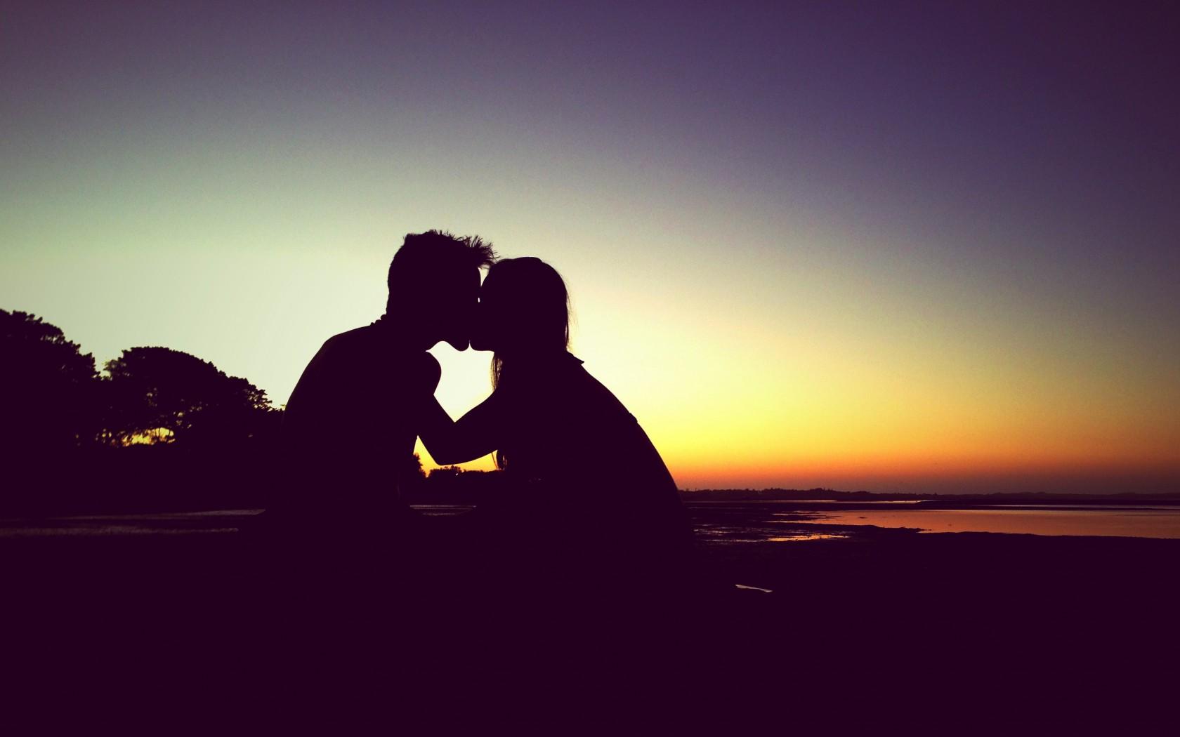 Love Kiss Wallpaper Romantic Hd 441974 Hd Wallpaper