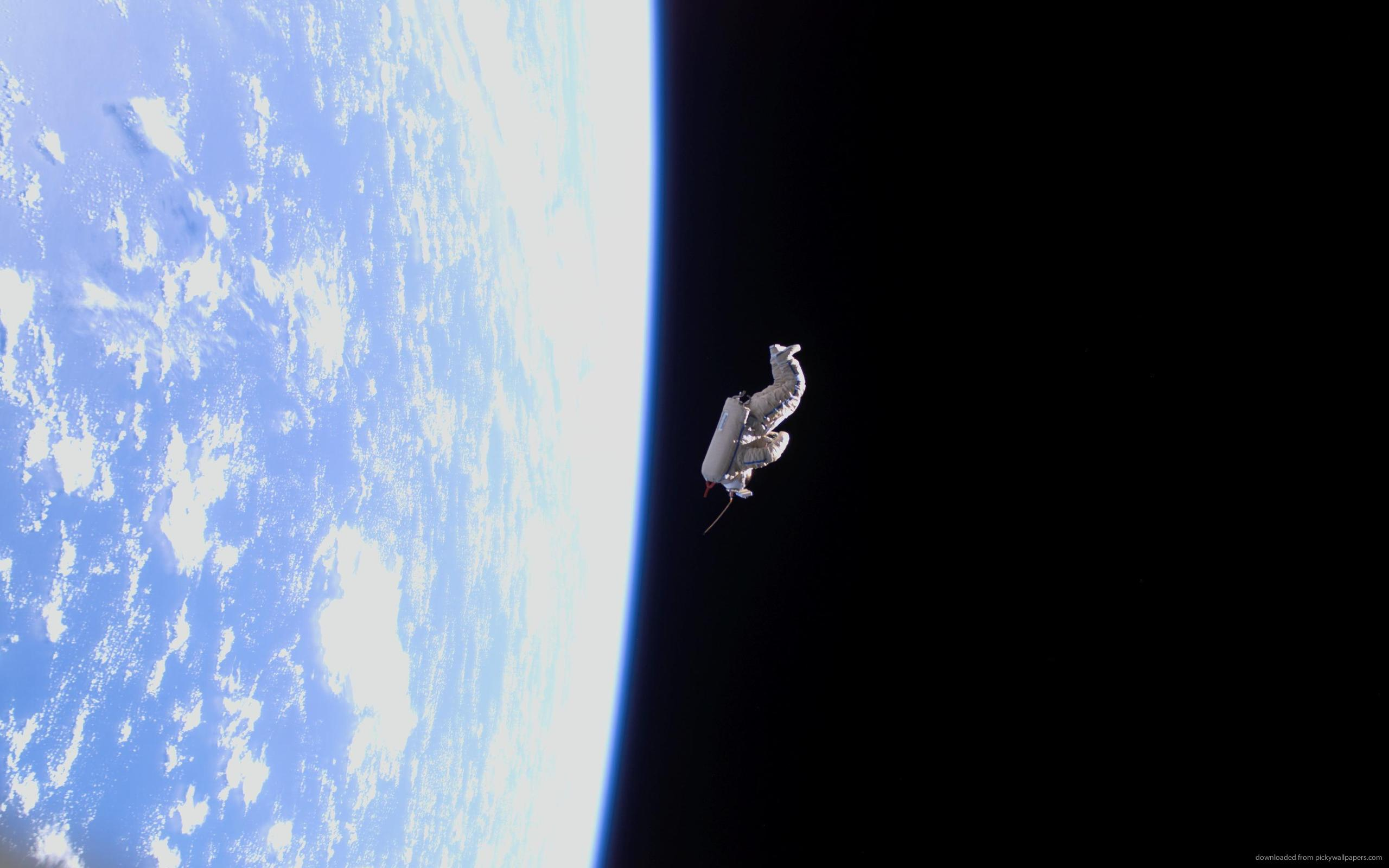 Download Gravity Astronaut Drifting In Space Wallpaper - Lonely Astronaut Floating In Space , HD Wallpaper & Backgrounds