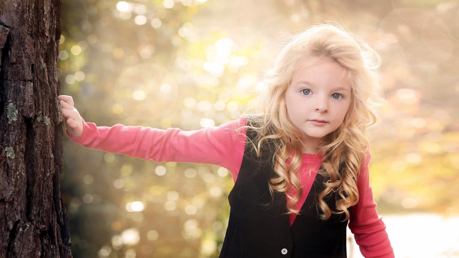 Amazing 4906311 Baby Girl Wallpapers - Hd Cute Little Girl , HD Wallpaper & Backgrounds