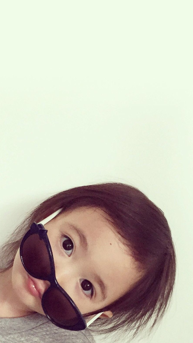 Cute Lovely Sweet Girl Wearing Glass Simple Iphone - Iphone Simple And Nice , HD Wallpaper & Backgrounds