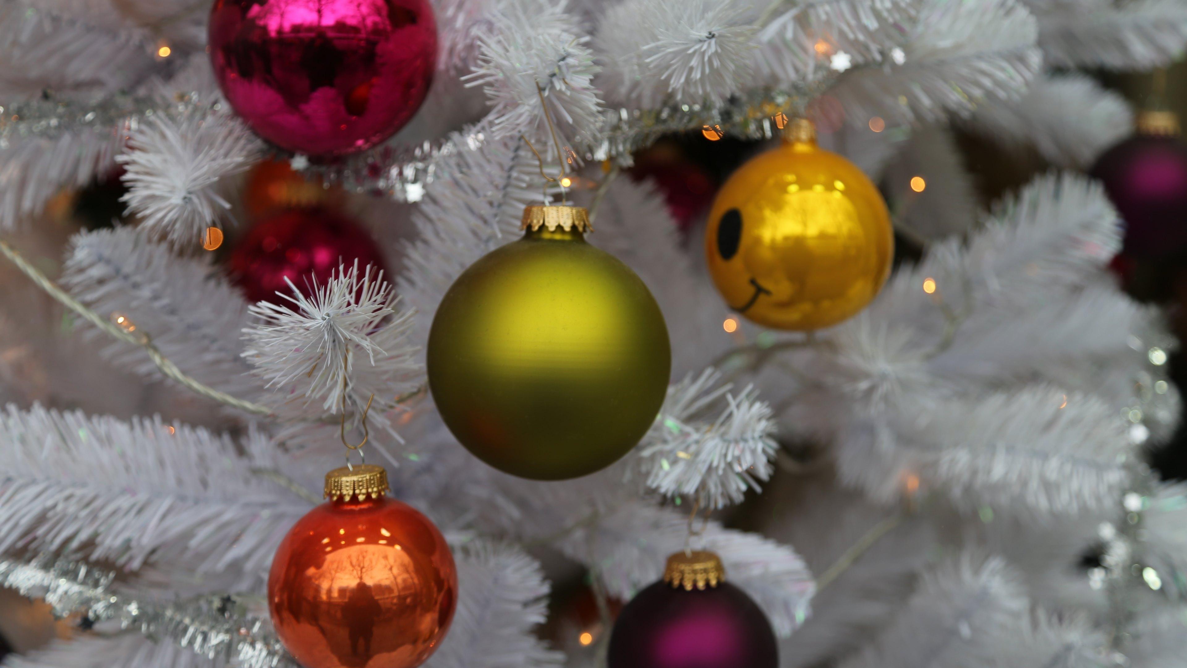 Christmas Balls Wallpaper 4k , HD Wallpaper & Backgrounds