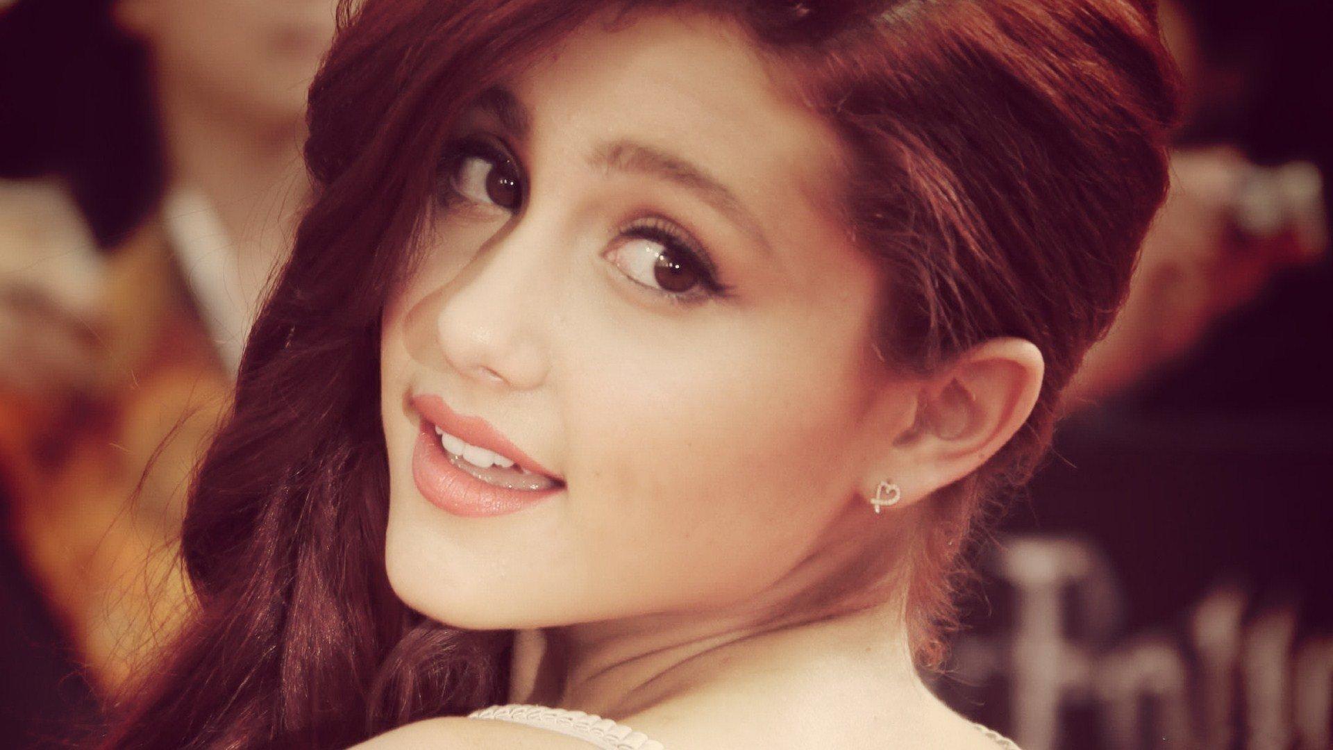 Hd Wallpaper - Ariana Grande Cute Hd , HD Wallpaper & Backgrounds