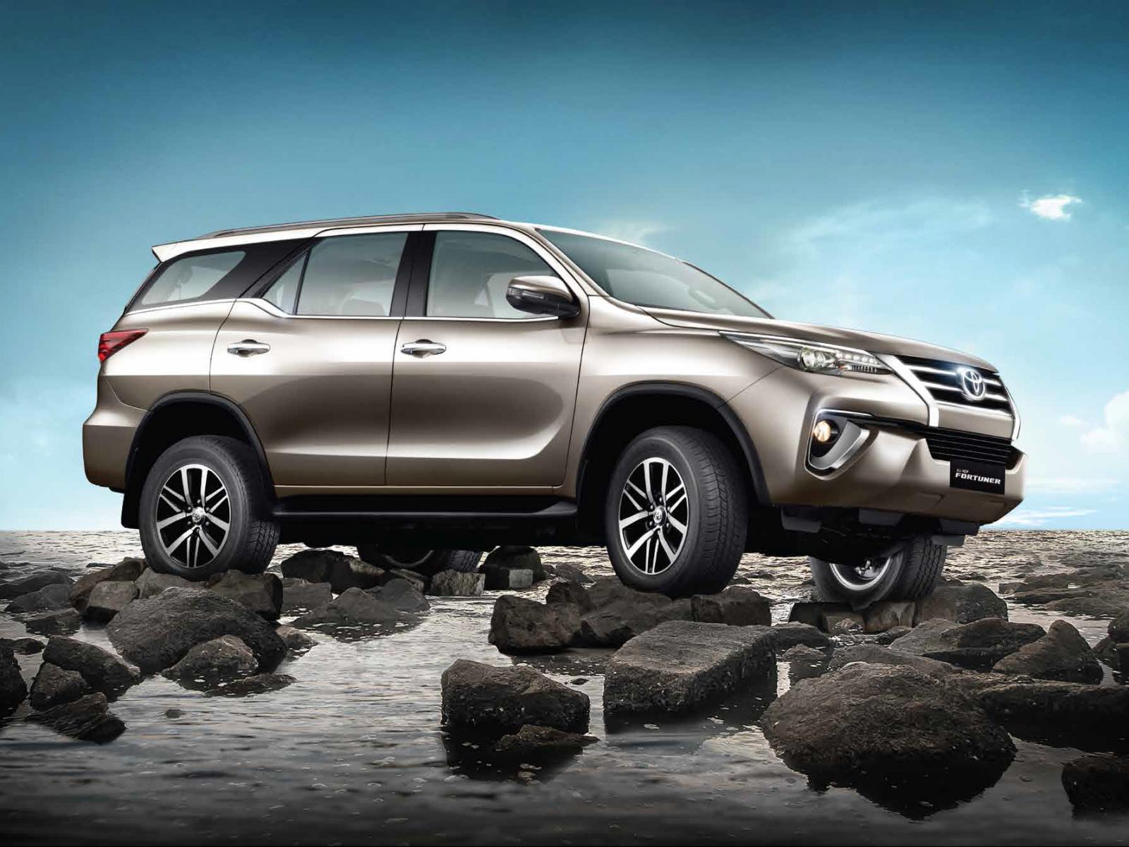 Toyota Fortuner - Fortuner Vs Endeavour Vs Alturas , HD Wallpaper & Backgrounds